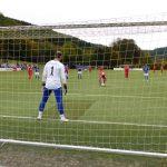 Mats-Lukas Scheld legt sich den Ball zum Elfmeter zurecht