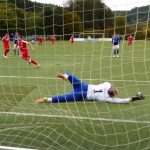 Trotz guter Reaktion des Torwarts: Der Ball zappelt zum 1:0 im Netz